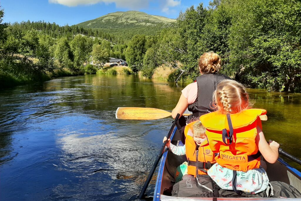 Rondane River Lodge canoeing